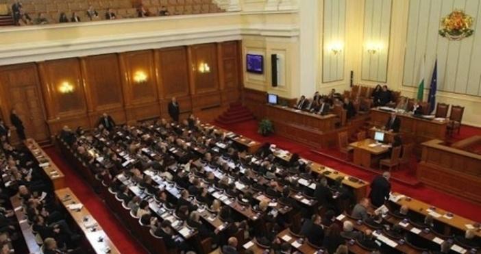 Снимка БулфотоДепутатите излязоха в лятна ваканцияслед десетчасово пленарно заседание, съобщи