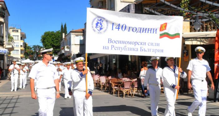 Снимка БулфотоМинистърът на отбранатаКрасимир Каракачанови началникът на отбраната генерал Андрей