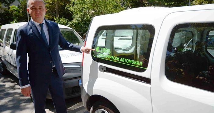 снимки: Live.Varna.bgОбщина Варна осигури 18 нови лекотоварни електрически автомобила, които