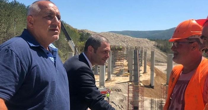 """Както писахме,Бойко Борисовинспектира как върви строителството на автомагистрала""""Хемус"""" в участъка"""
