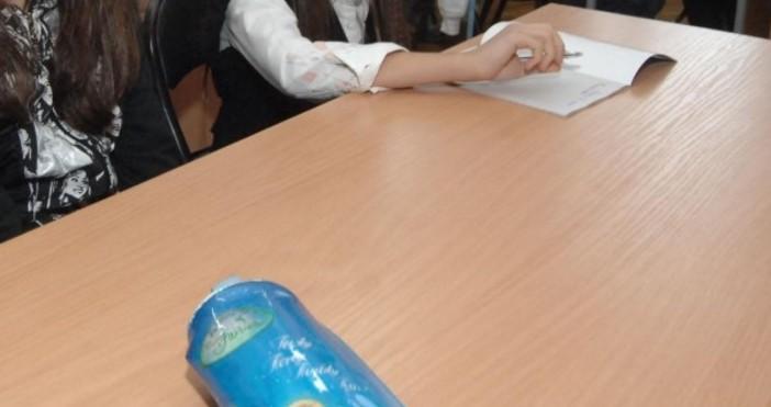 Подготовката на един първокласник, която включва закупуването на тетрадки, скицник,