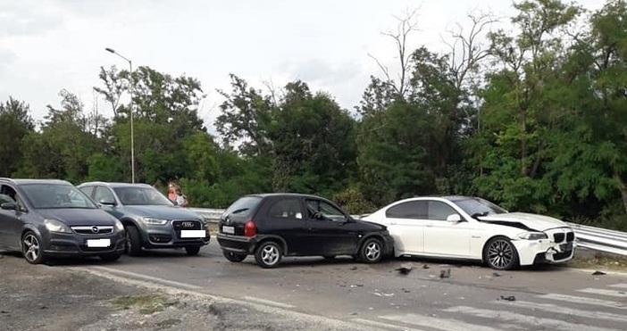 Снимка: Мария Костадинова, Виждам те КАТ-ВарнаКатастрофа с четири автомобила е