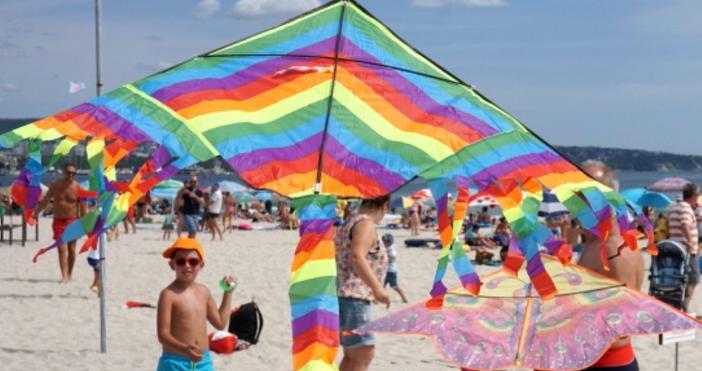 Източник и снимки: БулфотоВъв Варназапочна Фестивалътна хвърчилата, което е едно