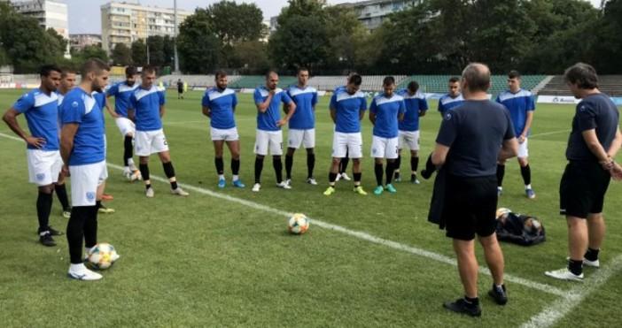 Треньорът на Черно море Илиан Илиев попълни групата с юноши