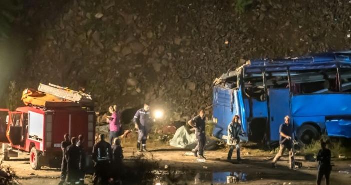 Снимка: Булфото, архивРазследването за катастрофата с автобус край Своге, при