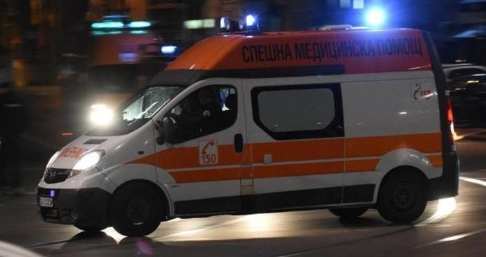 Снимка: Тежък инцидент: Преди малко кола се заби в кафене в Дупница и на място уби...
