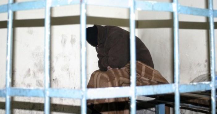 Двама души, лишени от свобода, са избягали от общежитието от