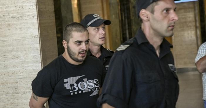 Снимка:БулфотоСинът на Гълъбин Боевски ще отърве затвора, предаде репортер на