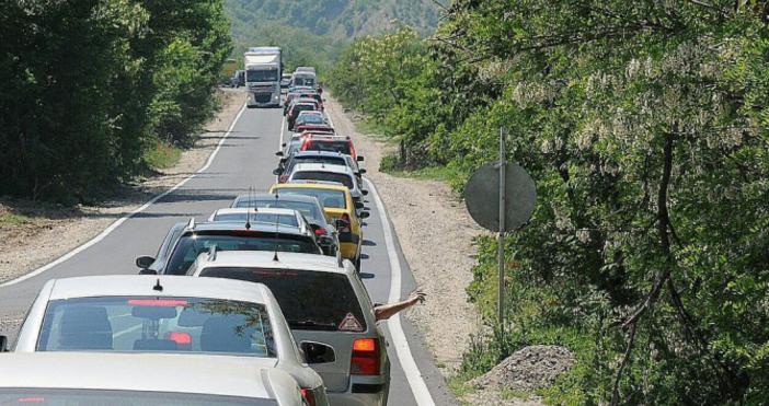 Снимка: БулфотоЗасилени мерки за сигурност по пътищата запредстоящото пътуване за