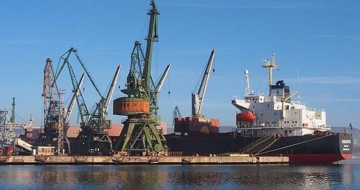 Откриха мъртъв египетски моряк на пристанището в Бургас, съобщават от