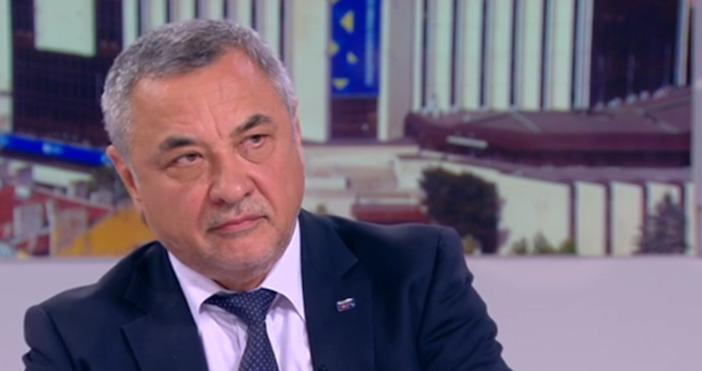 Лидерът на НФСБ Валери Симеонов теоретично не изключи възможността протестите