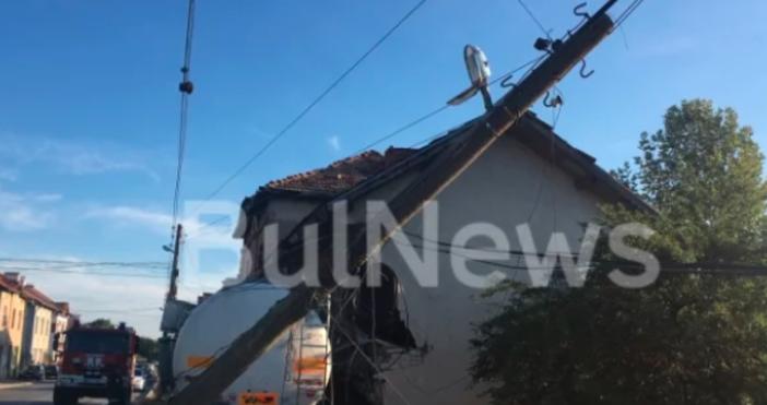 Източник и снимкиBulNewsДвама души са в болница след тежката катастрофа