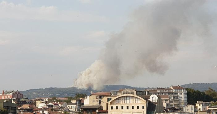 Продължава гасенето на пожара в с. Каменар, съобщиха от пресцентъра