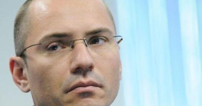 Снимка БулфотоБългарският евродепутат и заместник-председател на ВМРОАнгел Джамбазкиизригна срещу съдебното