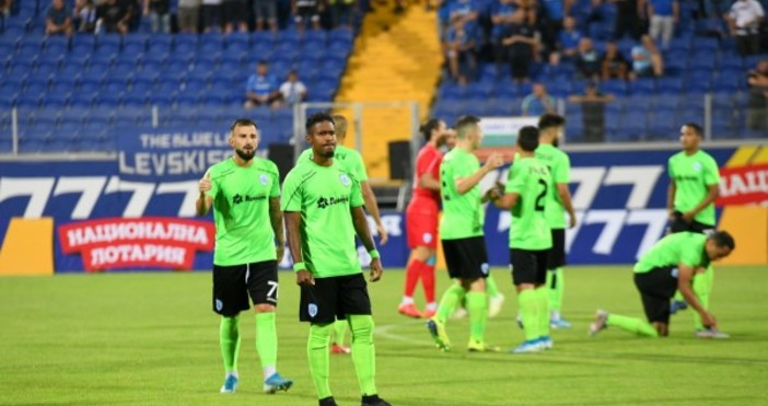 Треньорът на Черно море Илиан Илиев взе 19 футболисти на