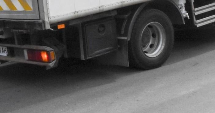 Изключително интензивен е трафикът за товарни автомобили на изход на