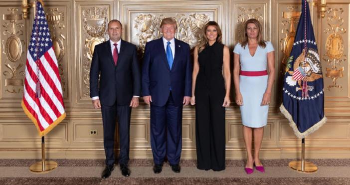 СнимкаПрессекретариат на държавния главаБългарският президентРумен Радеви съпругата муДесислава Радевасе срещнаха