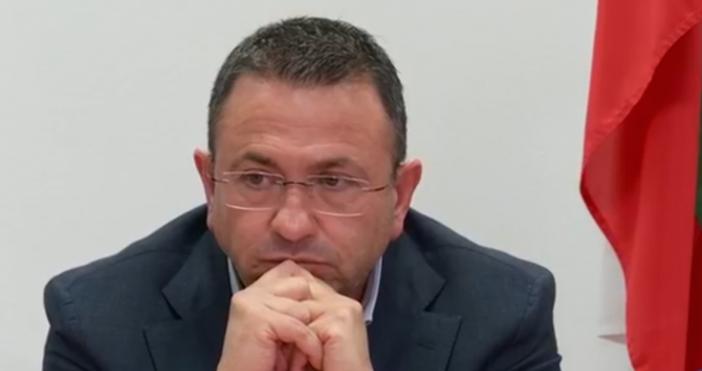 МинистърНиколина Ангелковададе повече информация във връзка с обявяването на несъстоятелностна