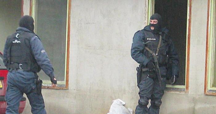 Снимка БулфотоСпециализирана полицейска операция се провежда във Ветово. Това съобщиха