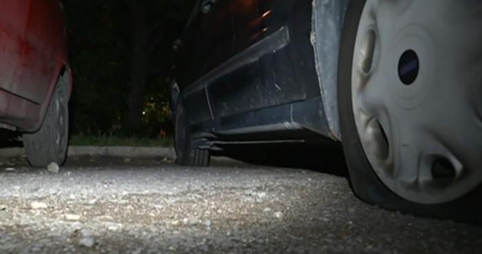 кадър: Нова твМъж наряза гумите на десет автомобила в столичния