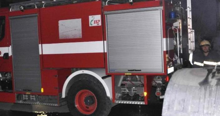 Пожар избухна в цех за бои и химикали в Габрово,