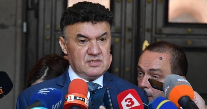 Току-що президентът на Българския футболен съюз Борислав Михайлов подаде оставка,