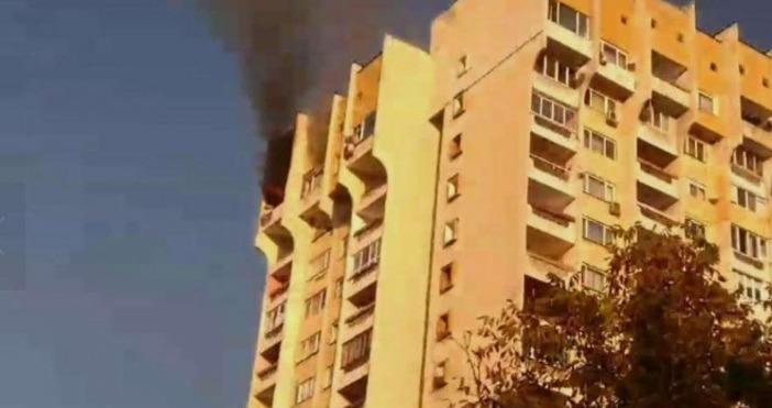 Снимка: Канал 3Голям пожар избухна в апартамент на последния етаж