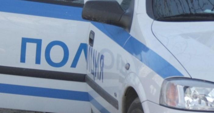 Незаконен боен арсенал е иззет от къща в град Баня.Полицейската
