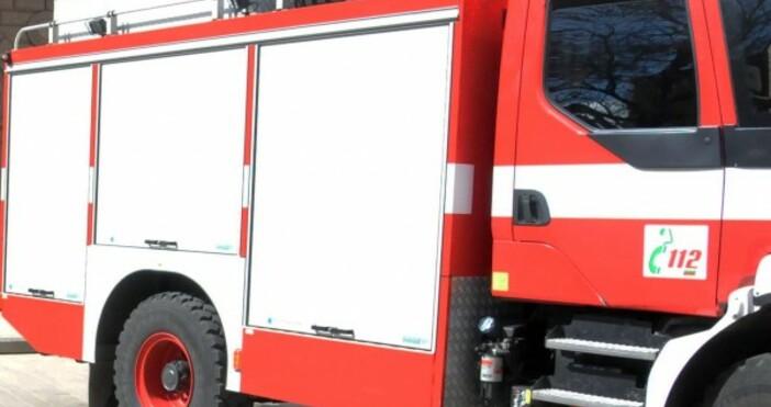 Локомотив на товарен влак се е запалил в движение между