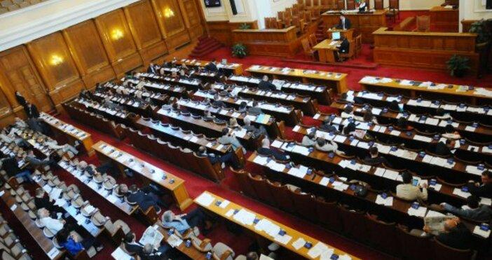 Снимка БулфотоВ първото си заседание след изборите парламентът прие на