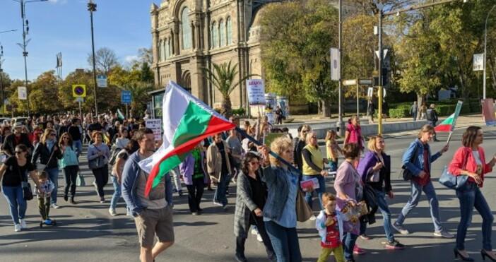 Протестът във Варна. Снимка: Булфото Родители от няколко български града