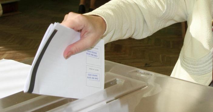 Общинската избирателна комисия в Сатовча, председателствана от Венцислав Заимов, легитимира