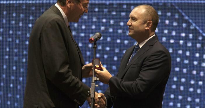 Снимка: Президентство на БългарияТрябва да върнем младите хора на спортните