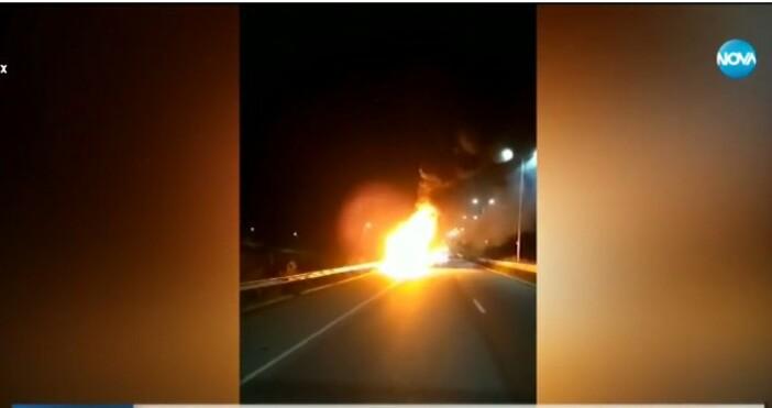 """Тир се запали в движение на магистрала """"Струма""""в сряда вечерта.Това"""