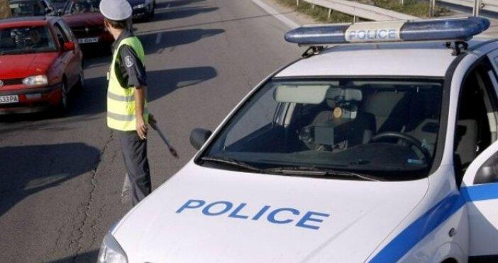 Жестока катастрофа с патрулен автомобил е станала преди минути в