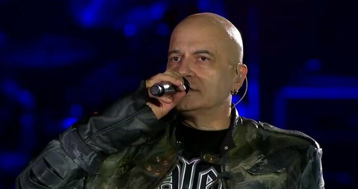 hotarena.netСлави Трифонов пее с бронежилетка на всичките си големи концерти,