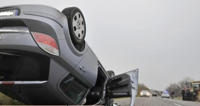 Източник и снимки: БулфотоЛек автомобил Опел е катастрофирал в задната