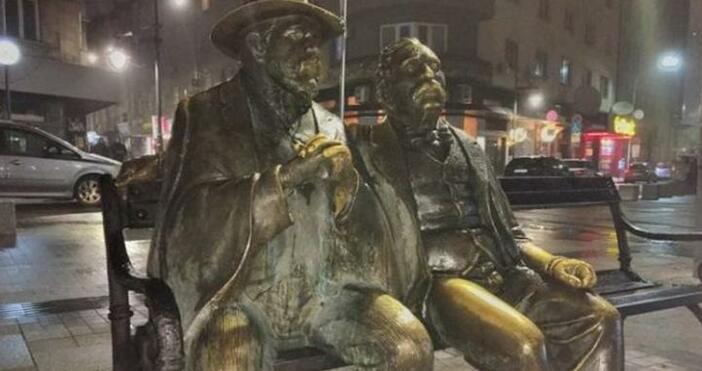 Бастунът от бронзовата статуя на Петко и Пенчо Славейкови от