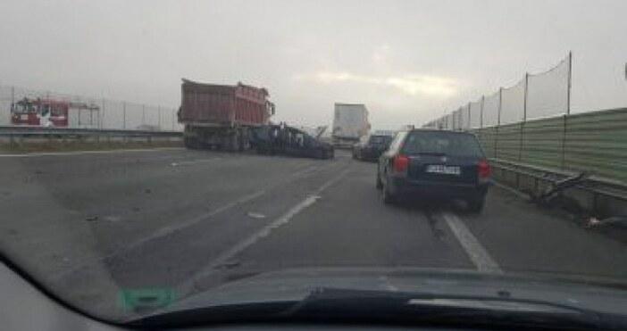 Кадър: БтвКамион и две коли катастрофираха тази сутрин на Северната