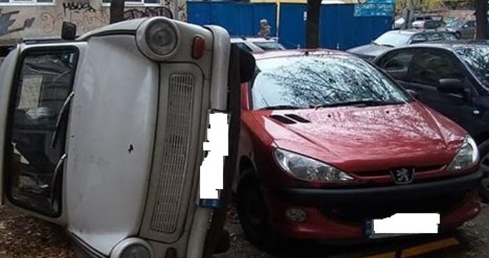 Снимки: Рамадан Чобан, Забелязано в СофияШофьор обърна кола, за да