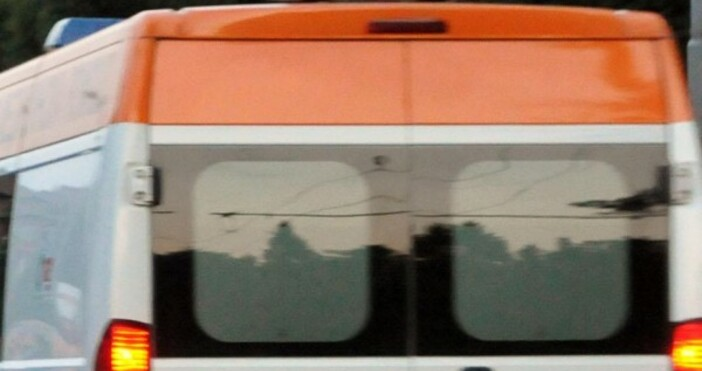 Пациент скочи от 4-ия етаж на УМБАЛ-Бургас, съобщават очевидци на