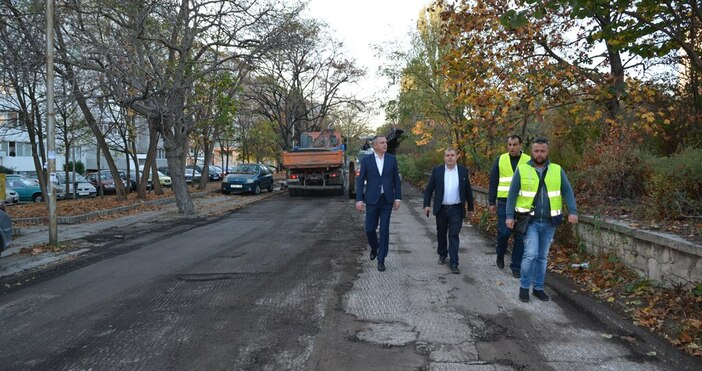 Още по темата15.10.2019 / 11:31Варненци се смеят на предизборното асфалтиране,