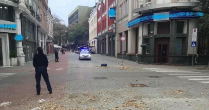 © БНР Захвърлен сак по пешеходна зона в близост до