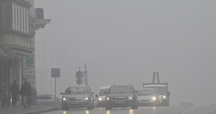 Снимка: Дъжд идва от запад, захлаждане от изток
