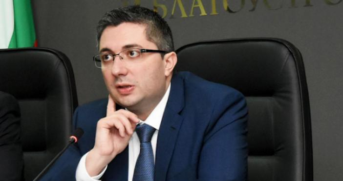 Снимка: БулфотоВъв връзка с водната криза в Перник, зам.-министърът на