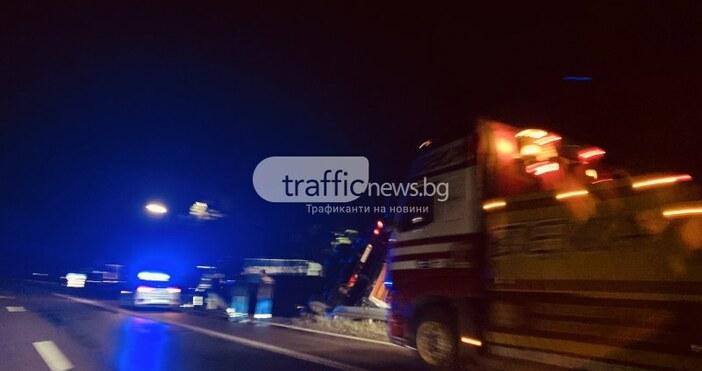 Трафик НюзТежкотоварен камион се обърна на магистралата между София и