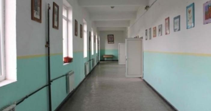 Агенцията по храните затвори столовата на училището в село Дражево.