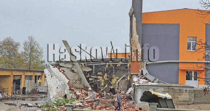 Източник и снимки: haskovo.infoПарен котел е гръмнал снощи в Харманли,