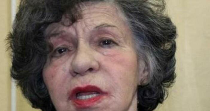24chasa.bgВъв филм циганка ѝ гадае, че ще живее до 95