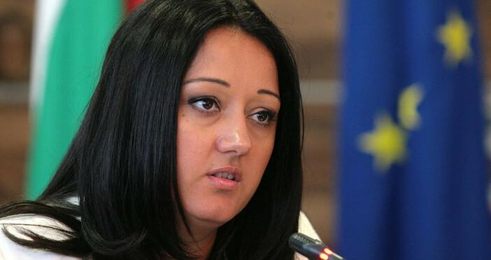 Лиляна Павлова Николовапразнува днес рожден ден.Тя ебългарскиполитик от ППГЕРБ.Министър на